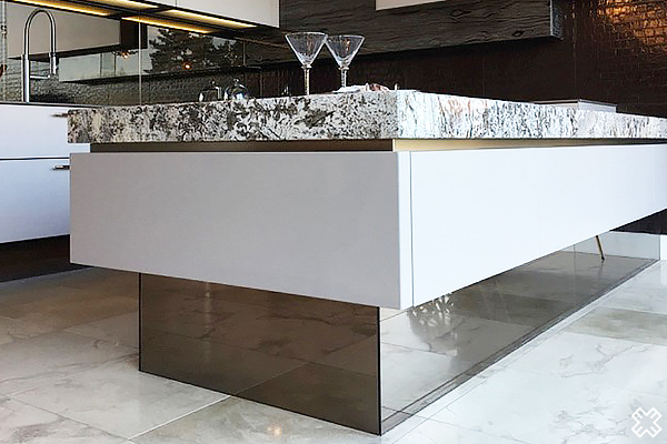 Bar Design Using Mirrors