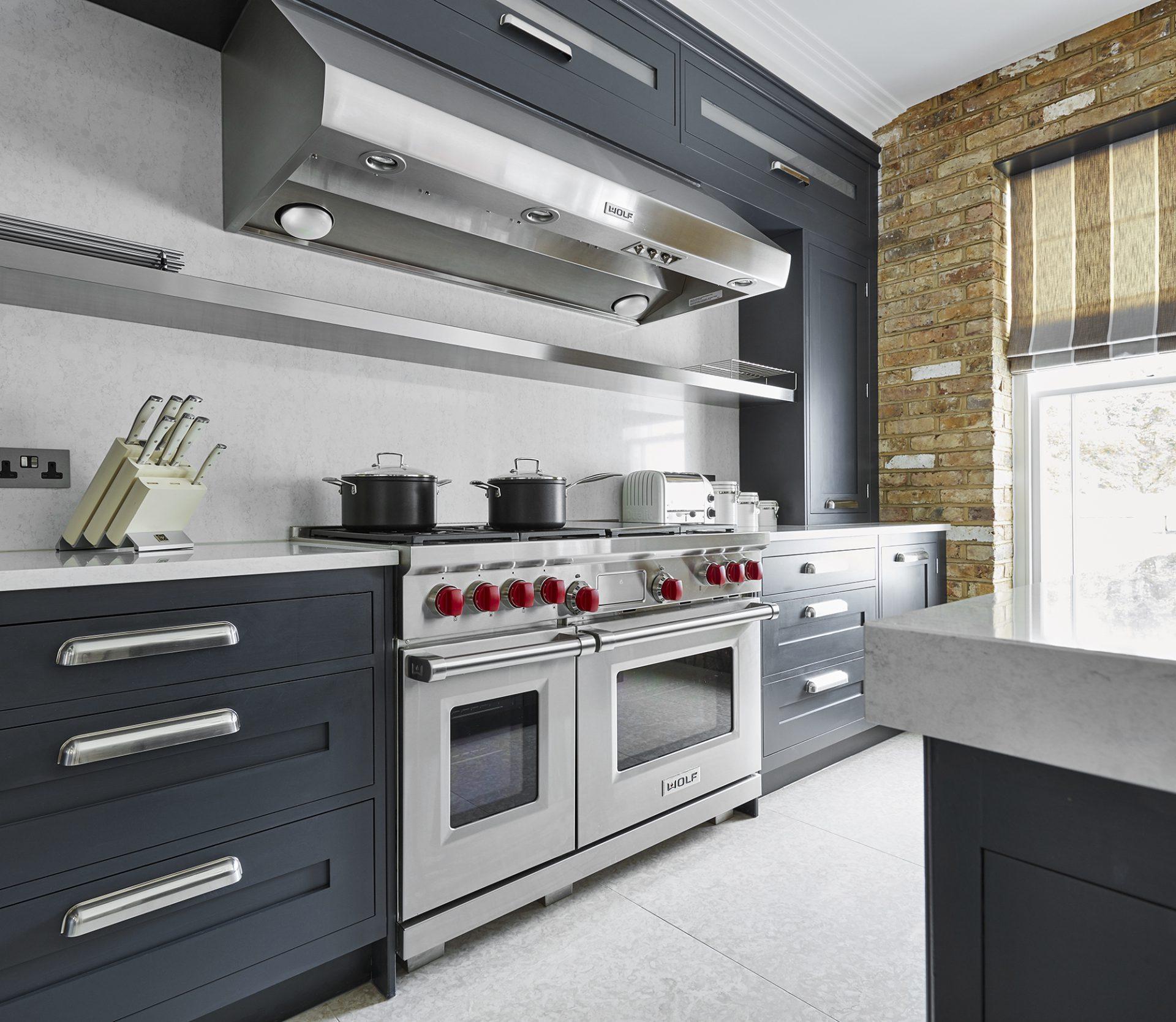 Unique Kitchen Layout: Custom Made Kitchen Design