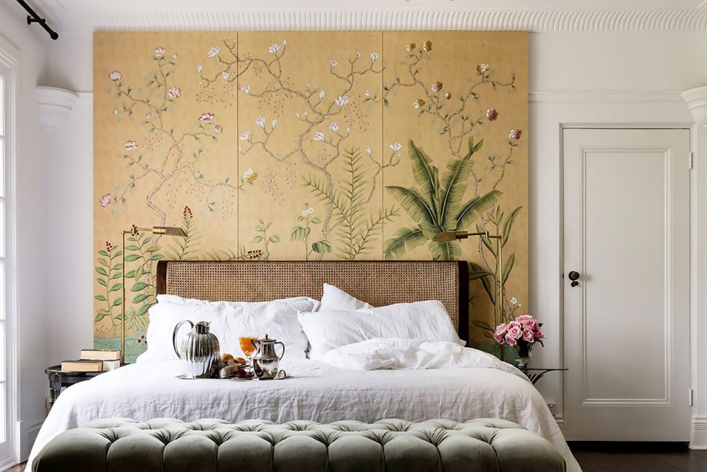 Modern Chinoiserie bedroom panel by de Gournay