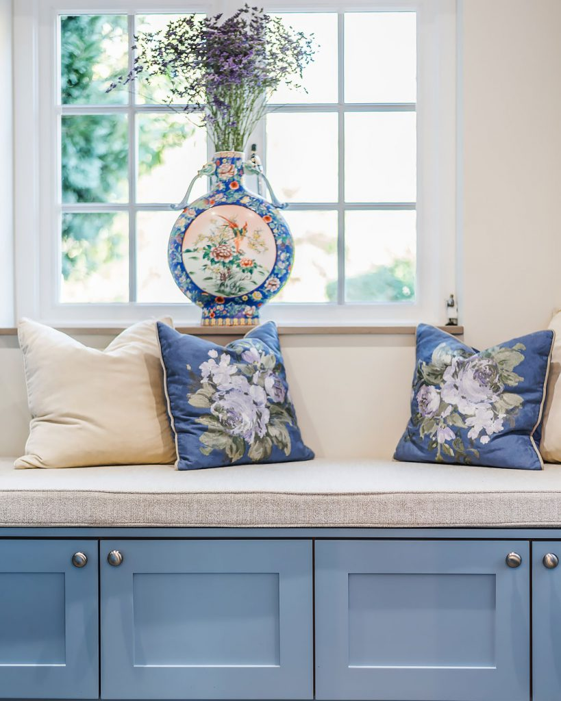 Blue shaker bench seat by Extreme Design with Chinoiserie vase