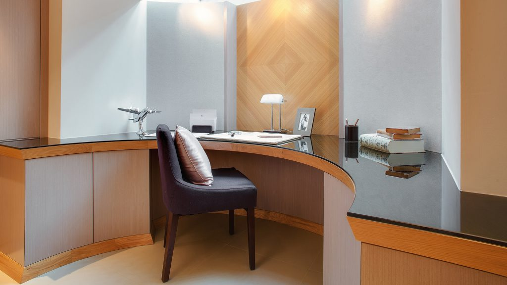 Bespoke oak home office design by Extreme