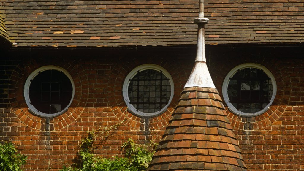Arts and Crafts architecture. The windows at Red House by William Morris