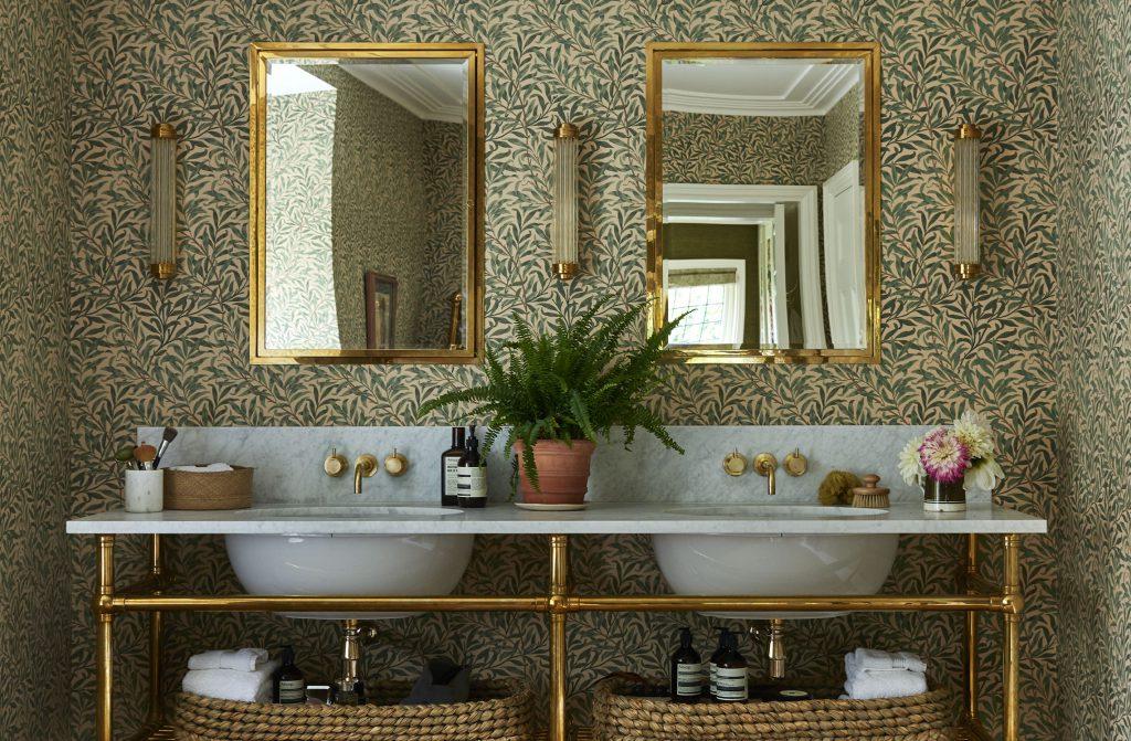 arts and crafts interior bathroom